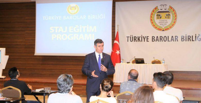 Feyzioğlu Stajyer Avukatların Eğitimine Katılım Sağlayarak Soruları Yanıtladı