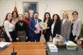 Bursa Barosu'ndan Kadın Voleybolculara Moral Çiçeği