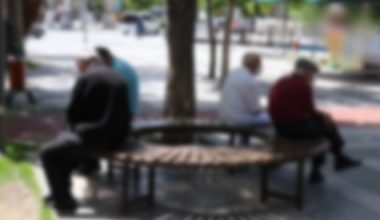 65 Yaş Üstü Kişilere Yönelik Sokağa Çıkma Yasağı Nedeniyle Bazı Hak ve Özgürlüklerin İhlali İddiasının Başvuru Yollarının Tüketilmemesi Nedeniyle Kabul Edilemez Olduğu