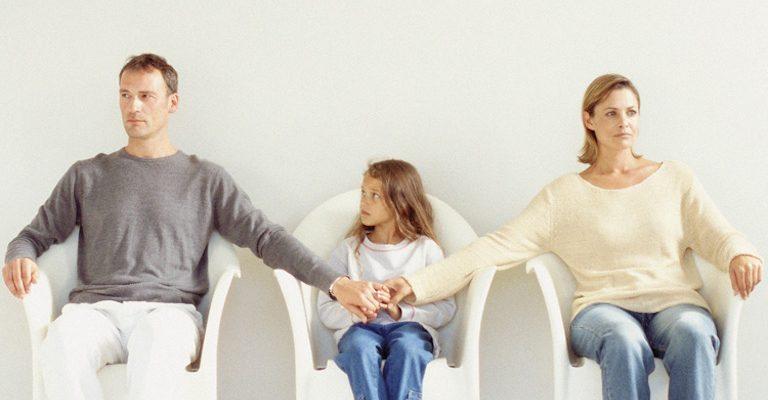 Boşanan Anne Çocuğunun Soyadını Kendi Soyadıyla Değiştirebilir mi ?
